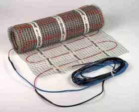 На фото хорошо видны два холодных провода одножильного мата DSVF-150